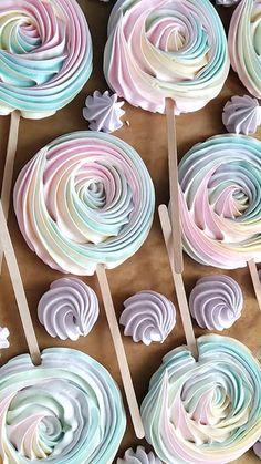 Meringue Desserts, Meringue Cookies, Food Bouquet, Baby Cake Smash, Surprise Cake, Cute Birthday Cakes, Fake Cake, Rainbow Food, Confectionery