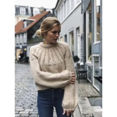 Oct 2019 - Discover the most beautiful free knitting patterns for Autumn including knitwear, chunky blankets, foxes, squirrels & more. Find our favourite patterns to buy too The Purple, Sweater Knitting Patterns, Free Knitting, Raglan Pullover, Knit In The Round, Stockinette, Knitting For Beginners, Old Women, Pulls