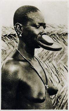 1950s Chad » Sara Kaba Lip Plates Woman Extreme Body Mod