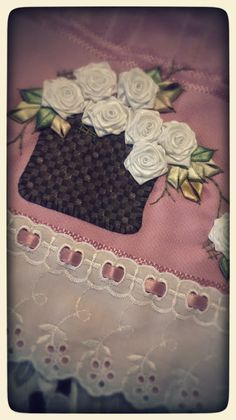 LOY HANDCRAFTS, TOWELS EMBROYDERED WITH SATIN RIBBON ROSES: CESTA DE FLORES