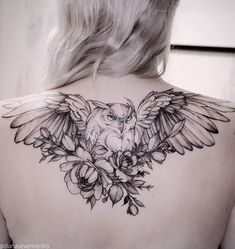 Today we're going to step again into the world of animal tattoos bringing you 50 of the most beautiful owl tattoo designs, explaining their meaning. Trendy Tattoos, Sexy Tattoos, Body Art Tattoos, Sleeve Tattoos, Tattoos For Women, Small Tattoos, Arrow Tattoos, Rose Tattoos, Flower Tattoos