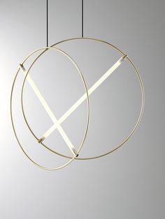 Les milanais d'Edizioni Design viennent de sortir un nouveau luminaire, une suspension composée simplement d'un tube circulaire en laiton barré d'un néon f #LampSuspension