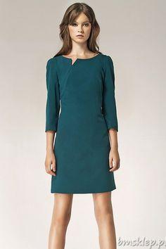 Klasyczna, elegancka sukienka damska. Dekolt w łódkę z seksownym rozcięciem. Rękaw o długości 3/4. Sukienka zapinana z tyłu na kryty #zamek. Wykonana z wysokiej jakości lekko rozciągliwej tkaniny. Skład: 60% #poliester, 35% #wiskoza, 5% elastan. Podszewka: 100% poliester.... #Sukienki - http://bmsklep.pl/nife-s39