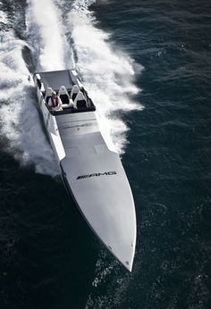 the Cigarette Racing Boat inspired by Mercedes-Benz SLS AMG Fast Boats, Speed Boats, Power Boats, Yacht Design, Boat Design, Yacht Luxury, Luxury Cars, Foto Zoom, Bateau Yacht