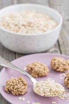 Rezept für vegane kalorienarme Haferflockenkekse ohne Zucker, Butter, Ei und Mehl. So einfach kann man aus nur 2 Zutaten gesunde Kekse backen!