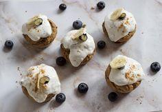 Muffins de plátano y crema de almendras - Natural Wean Natural, Desserts, Food, Apple Vinegar, Deserts, Chia Seeds, Greek Yogurt, Tailgate Desserts, Essen