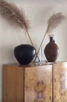 Neutral Bedding, Vase Arrangements, Tall Vases, Alter Ego, Glass Table, Home Decor Furniture, Interior Design Inspiration, Decoration, Neutral Colors