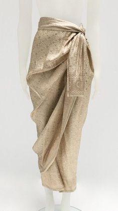 India sari gold off white sarong skirt - India sari gold off white sarong skirt Kebaya Modern Hijab, Model Kebaya Modern, Model Rok Kebaya, Batik Fashion, Hijab Fashion, Fashion Dresses, Style Fashion, Kebaya Lace, Kebaya Dress