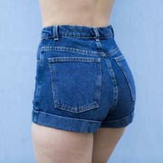 High-waisted shorts in classic denim.