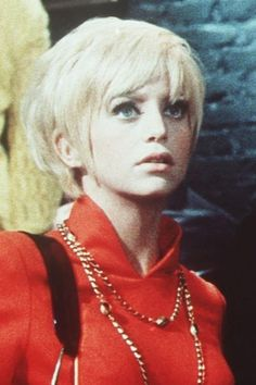 goldie hawn pixie cut, hopefully I can get mine to this length by the summer