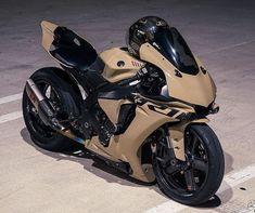 Bike Bmw, Yamaha Motorcycles, Moto Bike, Cars And Motorcycles, R1 Bike, Yamaha R1, Futuristic Motorcycle, Motorcycle Helmets, Custom Street Bikes