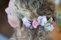 Verse bloemen in het haar!!! Bruid van Bruidsboetiek 't Voorhuus (www.voorhuus.nl) Foto www.cedypeters.nl
