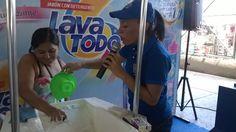 Activación de marca y prueba de producto para Lava Todo en los mercados municipales.