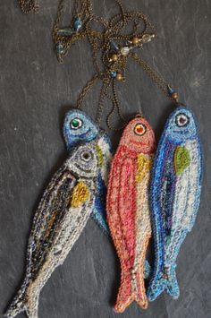 fish pendant textile necklace / http://www.nodsinfrance.com/