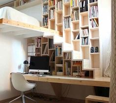 Brillant design, great for a Innovative Ways to Line Your Stairs with Bookshelves Tiny House Movement // Tiny Living // Tiny House on Wheels // Tiny Home Office // Tiny House Office // Tiny Home Staircase Bookshelf, Cool Bookshelves, Loft Stairs, Bookshelf Ideas, House Staircase, Staircase Ideas, Bedroom With Bookshelves, Staircase Glass, Bed Stairs