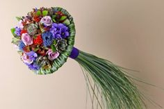 Bridal bouquet. Grasses are currently often used in garden designs. By joining this trend a contemporary interpretation of a traditional form is created. www.bloomtube.com