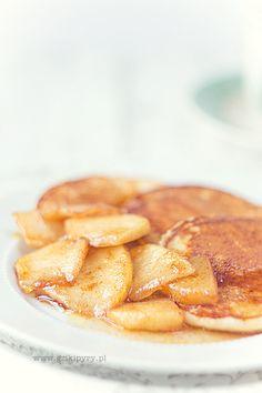 Placuszki owsiane z karmelizowanymi jabłkami