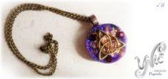 Orgonita nº 17  #orgonite #orgonependant #orgonejewelry #orgoneenergy #etsyseller #etsygifts #resinjewelry #orgonit #orgonita #energypendant #handmadejewelry #reikijewelry #triquetapendant