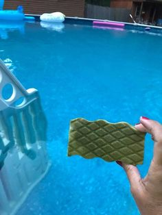 """""""Everyone knows my pool is green by this time of the year. My daughter spotted this idea and I figured why not try it. Swimming Pools Backyard, Pool Landscaping, Above Ground Pool, In Ground Pools, Pool Cleaning Tips, Cleaning Recipes, Cleaning Hacks, Swimming Pool Maintenance, Pool Care"""