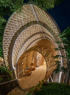 Bamboo architecture is all the rage in the world of tropical sustainable luxury, and the latest word in this trend is the Ulaman Eco Retreat in Bali. This wellness retreat is an incredibly inventive creation that blends ancient building techniques and modern technology to offer an experience of a futuristic village integrated into a tropical forest. #ubudbalihotel #ubudbalihotelboutiques #besthotelsinubudbali #balihoteldesign #balihotelarchitecture Luxury Hotels Bali, Ubud Bali Hotels, Beach Hotels, Hotels And Resorts, Luxury Travel, Best Of Bali, Unusual Hotels, Bamboo Architecture, Hotel Concept