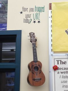 Treble in the Classroom: Ukulele by Dot- ukes on the wall and dots on the fretboard