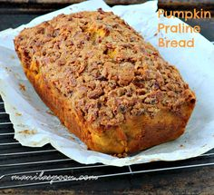 This bread is moist, delicious and with a sweet, nutty praline topping is totally amazing! Fall-perfect - Pumpkin Praline Bread!