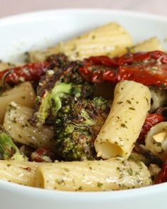 Pesto-Pasta mit 5 Zutaten | Kinderleichter könnte dieses lecker-frische Pasta-Rezept nicht sein