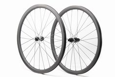 Tubeless compatible, no holes in rim bed No Braking surface DT Swiss 350 straight pull disc hub Sapim cx-ray spokes Sapim sils secure lock nipples **PICTURES ARE FOR ILLUSTRATION PURPOSE ONLY**