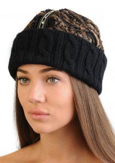 Модная вязаная шапка с каракулем в духе глэм-рока