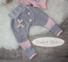 von: Fräulein Ffanie - Kids Ideas by: Miss Ffanie Baby Outfits, Kids Outfits, Baby F, Baby Kind, Sewing For Kids, Baby Sewing, Baby Girl Fashion, Kids Fashion, Baby Gifts To Make