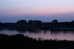 Argine del fiume Po al tramonto. Canon EOS 1200D.