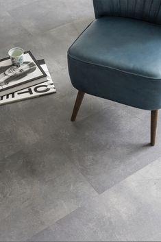 Handyfloor | Authentic Grey XL Superior | Deze stoere tegellook pvc vloer combineert prachtig bij zwart staal. Doordat de tegels mooi groot zijn krijgt uw woning een echte industriële uitstraling! #pvc #vloer #pvcvloer #tegel #tegellook #industrialloft Pvc Flooring, Floors, Minimal Home, Minimalism, Ottoman, New Homes, Living Room, Chair, House Styles
