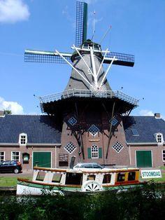 Stellingmolen De Wachter te Zuidlaren  is een museummolen bij het Noord Drentse dorp Zuidlaren, gelegen aan de Zuidlaardervaart naar het Zuidlaardermeer.