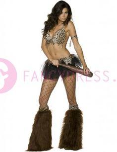 #Fever #Holbewoonster #kostuum bestaat uit:  Een zwarte tutu.  Een luipaard print top.  Een paar bijpassende armbanden.  Een riem.  Een paar bruine harige overlaarzen met een luipaard print.    Maten voor dit kostuum zijn:  Small vrouwen maat 36-38  Medium vrouwen maat 40-42