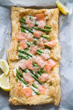 Looking for easy salmon recipes? Want a baked salmon recipe? Here's how to cook salmon with ideas for grilled salmon Asparagus Tart, Salmon And Asparagus, How To Cook Asparagus, Asparagus Recipe, How To Cook Shrimp, Smoked Salmon Bagel, Grilled Salmon Recipes, Healthy Salmon Recipes, Vegetarian Recipes