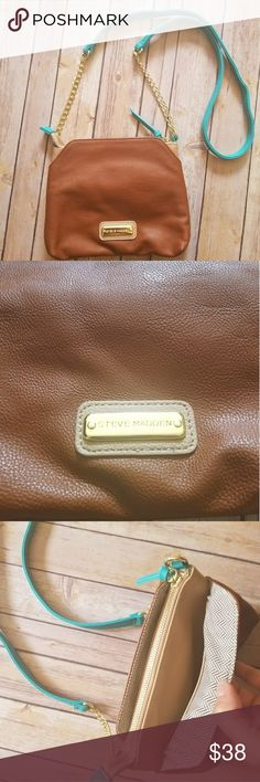 STEVE MADDEN crossbody bag Faux leather tan crossbody bag with gold-toned hardware and light tan and turquoise colored accents. Zipper closure with slip pockets on each side. Rear zipper pocket. Steve Madden Bags Crossbody Bags