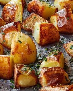 Ina Garten shared Emily Blunt's family recipe for English roasted potatoes on her Barefoot Contessa website. Roasted Potato Recipes, Vegetable Recipes, Recipe For Roasted Potatoes, Ina Garten Roasted Potatoes, Ina Garten Roasted Vegetables, Vegetable Salad, English Roast, Creamy Pasta Recipes, Comfort Food