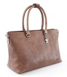 De razend populaire Shopper Anaconda van By LouLou is een prachtige lederen tas met anaconda print (€149,95)