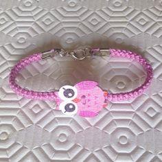 Braccialetto rosa con bottone gufetto, fatto a mano all'uncinetto , by La piccola bottega della Creatività, 7,00 € su misshobby.com