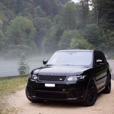 Murdered Range Rover Evoque in the fog. Best Luxury Cars, Luxury Suv, Luxury Vehicle, Range Rover Sport Black, Range Rover Svr, Most Reliable Suv, Best Compact Suv, Suv Comparison, Small Suv