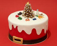 Trend Food: Our Christmas Protocols - Beau gateau - noel Christmas Themed Cake, Christmas Yule Log, Christmas Cake Designs, Christmas Cake Decorations, Holiday Cakes, Christmas Desserts, Christmas Baking, Mini Cakes, Cupcake Cakes