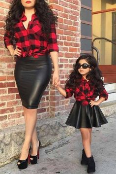 Mom daughter matching outfits are perfect to sport on the mother's day. Explore unique ideas for stylish and gorgeous matching dresses for mother and daughter Mom Daughter Matching Outfits, Mommy And Me Outfits, Family Outfits, Kids Outfits, Baby Outfits, Mommy Daughter Dresses, Daddy Daughter, Little Girl Fashion, Toddler Fashion