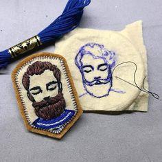 "3,319 Me gusta, 13 comentarios - 🄷🄰🄽🄳🄼🄰🄳🄴 ⚪🄴🄼🄱🅁🄾🄸🄳🄴🅁🅈 (@handmade.embroidery) en Instagram: ""@defnegunturkun  #embroidery #man #beard #bearded #sailor #brooch #stitch #handembroidery…"""