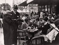 Café du Dôme, Paris, 1928. Photo by André Kertész.