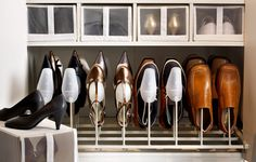 SKUBB-kenkälaatikoita ja KOMPLEMENT-kenkäteline
