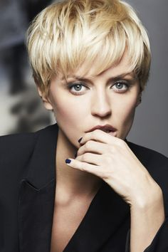 Coiffure : on ose passer au court - Short Hair Styles Short Pixie Haircuts, Pixie Hairstyles, Cool Hairstyles, Hairstyles Videos, Hairstyles 2016, Party Hairstyles, Weave Hairstyles, Short Hair Cuts For Women, Short Hairstyles For Women