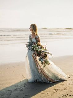 A stunning bridal inspiration shoot by Donny Zavala on the Oregon Coast with incredible florals and styling by Janna Brown Design