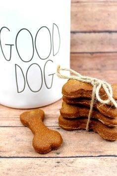 Wanting to give mans best friend that perfect dog treat? Your pet will love this Chicken and Parsley Homemade Dog Biscuit Recipe. Dog Biscuit Recipe Easy, Dog Cookie Recipes, Homemade Dog Cookies, Dog Biscuit Recipes, Homemade Dog Food, Dog Treat Recipes, Healthy Dog Treats, Dog Food Recipes, Doggie Treats