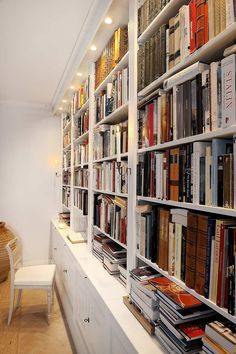 Can't wait till we have our own house so I can finally have a library like this!