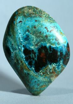 Chrysocolla: A stone of expression, empowerment & teaching. It eases fear, anxiety, & guilt. Stimulates creativity. Is a stone of peace, increased wisdom, and discretion. It promotes level headedness, encouraging clarity of thought and a neutral, cool attitude during turbulence. It can be used to decrease nervousness and irritability.